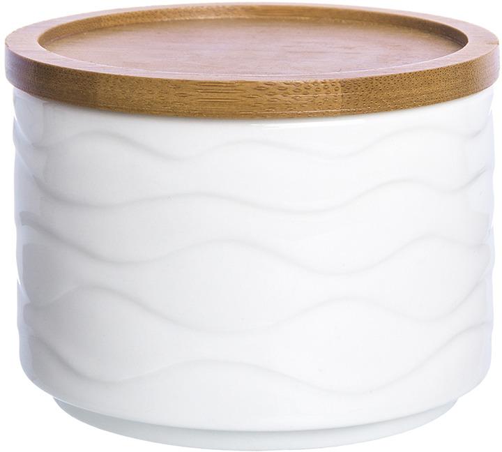 Банка для хранения «Айсберг» объемом 250 мл с деревянной крышкой, выполнена из высококачественного фарфора, а крышка из натурального бамбука. Теплое цветовое решение и изящный рельеф баночки подходит любой сервировке и добавит уюта в каждый дом. Баночку можно использовать для специй, для соусов, например, хрена или горчицы или для тертого сыра. Крышка специально сконструирована так, то несколько банок можно поставить друг на друга и сделать хранение более компактным. В серии фарфоровой посуды с использованием бамбука представлен широкий ассортимент товаров для сервировки стола, которые несомненно впишутся в любой интерьер благодаря лаконичному дизайну, натуральным материалам и высокой функциональности. Такому подарку будет рада любая хозяйка!