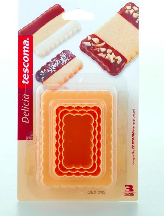 """Формочки для вырезания печенья Tescoma """"Delicia"""" изготовлены  из высококачественного пластика. В наборе - 3 двухсторонние  формочки. Изделия прекрасно подходят для легкого вырезания  печенья 6 разных размеров из песочного, пряничного теста и теста  для печенья.  С такими формами-резаками можно сделать множество интересных фигурок. Можно мыть в посудомоечной машине.Размер формочек: 3 х 5,2 см, 3,6 х 6 см, 4,4 х 6,8 см, 5 х 7,5 см, 8,2 х 5,8 см, 6,5 х 9 см."""