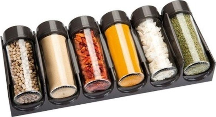 """Роскошный комплект емкостей Tescoma """"Season"""" отлично подходит для хранения специй в ящике кухонного стола. Специи помещаются в горизонтальном положении, благодаря чему хорошо просматривается содержимое. Баночки для специй универсальны, легко вынимаются. Оснащены 6-ю крышками для молотых пряностей и 6-ю запасными колпачками для целых специй. Выполнены емкости из превосходного прочного стекла и высококачественного пластика.  Все детали можно мыть в посудомоечной машине, подставку чистить влажной тканью. Диаметр емкостей: 4 см. Высота емкостей: 11 см. Размер подставки: 29 см х 12 см х 7 см."""