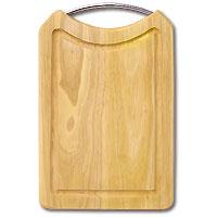 Доска разделочная из бамбука. 31,5 x 20 x 2 см54 009312Прямоугольная разделочная доскаиз бамбука с металлической ручкой обладает рядом преимуществ, которые можно оценить уже при первом использовании.Изготовленная из бамбука, доска отличается долговечностью, большой прочностью и высокой плотностью, легко моется, не впитывает запахи и обладает водоотталкивающими свойствами, при длительном использовании не деформируется.Разделочная доска из бамбука выполнена на высоком уровне, она удовлетворит все запросы самой требовательной хозяйки!Рекомендации:очищать сразу после использования;просушивать после мытья;не использовать при высокой температуре. Характеристики:Страна: Германия. Материал:бамбук. Размер: 31,5 см x 20 см x 2 см. Артикул:28AR-1001.