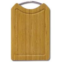 Доска разделочная Amadeus из бамбука 20,5 х 31,5 х 1,5 см 28AR-200454 009312Прямоугольная разделочная доска из бамбука с металлической ручкойобладает рядом преимуществ, которые можно оценить уже при первом использовании.Изготовленная из бамбука, доска отличается долговечностью, большой прочностью и высокой плотностью, легко моется, не впитывает запахи и обладает водоотталкивающими свойствами, при длительном использовании не деформируется.Разделочная доска из бамбука выполнена на высоком уровне, она удовлетворит все запросы самой требовательной хозяйки!Рекомендации:очищать сразу после использования;просушивать после мытья;не использовать при высокой температуре. Характеристики:Страна: Германия. Материал:бамбук. Размер: 20,5 см x 31,5 см x 1,5 см. Артикул:28AR-2004