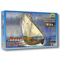 """Модель корабля Христофора Колумба """"Нинья"""" является исторически точным воспроизведением оригинала. Корабль """"Нинья"""" - это один из трех кораблей Христофора Колумба, участвовавших в его первой экспедиции к берегам Америки. Построено судно в Испании в 1475 году. После гибели """"Санта-Марии"""" на рифах у острова Гаити Христофор Колумб поднял свой флаг на """"Нинье"""". Очевидно, первоначально это судно относилось к типу малых каравелл, все три мачты его несли косые паруса. Латинские паруса на косых реях позволяли этим судам ходить круто к ветру. В ходе экспедиции Христофор Колумб сделал остановку на Канарских островах, и на фок- и грот-мачтах """"Ниньи"""" косые паруса заменил прямыми, такими же, как на третьем корабле его эскадры каравелле """"Пинта"""". Экипаж 40 человек. Вооружение состояло из нескольких пушек малого калибра. Название """"Нинья"""" (исп. - детка), видимо, прозвище каравеллы, ее настоящее наименование """"Санта-Клара"""". Это было любимое судно Христофора Колумба, единственное, которое..."""
