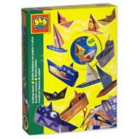 """Каждый человек хотя бы один раз в жизни делал кораблики из бумаги и пускал их в далекое плаванье по весенним ручьям. С набором """"Кораблики"""" у вас появится возможность изготовить 16 самых разных и необычных корабликов из цветной бумаги и картона. Создайте флот своей мечты!"""