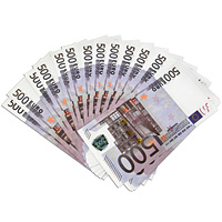 Забавная Пачка денег 500 евроRG-D31SЭта забавная пачка с купюрами-дублерами достоинством в 500 евро не поможет вам купить автомобиль или доплатить недостающую часть денег при покупке квартиры, но непременно позволит разыграть приятелей или, молниеносно махнув веером купюр, поразить всех своей состоятельностью. Пачка купюр перетянута бумажной лентой и в целом выглядит очень солидно. Только не перепутайте с настоящими! Характеристики:Размер купюры: 15 см х 8 см. Материал: бумага. Производитель: Россия. Артикул: 89451. Внимание! Уважаемые клиенты, обращаем ваше внимание, что количество купюр в пачке строго не нормировано - пачка денег рассчитана на развлекательную функцию.