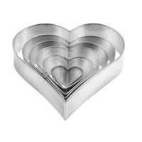 Набор формочек для выпечки Сердце, 6 шт. 631362FS-91909Формочки в виде сердца идеально подойдут для вырезания теста при выпечке печенья. Формы изготовлены из прочного материала. Характеристики: Материал: металл. Размер: 2,5 см; 3,5 см; 5 см; 6,3 см; 7,5 см; 9 см. Комплектация: 6 шт. Производитель: Чехия. Артикул: 631362.