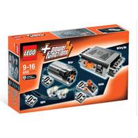 """Набор с мотором """"Power Functions"""" от LEGO состоит из элементов для приводов электромеханических моделей Lego. В комплект входят: мотор, аккумуляторная батарея, кабель, переключатель полярности и два светодиода. Этот набор обеспечит работу моторизованных моделей Lego. В процессе игры с конструкторами LEGO дети приобретают и постигают такие необходимые навыки как познание, творчество, воображение. Обычные наблюдения за детьми показывают, что единственное, чему они с удовольствием посвящают время - это игры. Игра - это состояние души, это веселый опыт познания реальности. Играя, дети создают собственные миры, осваивают их, восстанавливают прошедшие и будущие события через """"понарошку"""", а, познавая, приобретают знания и умения. Фантазия ребенка безгранична, беря свое начало в детстве, она позволяет ребенку учиться представлять в уме, она помогает ему выражать свою индивидуальность, творить, давать форму или выражение чувствам, идеям, а это означает, что ребенок, несомненно, учится.Добавьте..."""