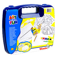 """С помощью набора для раскрашивания """"Art & Fun"""" вы сможете создавать замечательные красочные рисунки! Приложите трафарет к бумаге, обведите контуры и раскрасьте изображение по вашему вкусу красками или цветными мелками! В набор также входят листы с уже нанесенными изображениями, вам остается только раскрасить их."""