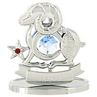Сувенир Знаки зодиака: Овен, цвет: серебристый, 7 см2200001451Декоративное изделие, выполненное в виде знака зодиака Овен, с голубым кристаллом Swarovski посередине, а также маленькими красным и бесцветным кристаллами, изготовлено из высококачественной стали. Оригинальный сувенир будет отличным подарком для ваших друзей и коллег.Более 30 лет компания Crystocraft создает качественные, красивые и изящные сувениры, декорированные различными кристаллами Swarovski. Характеристики:Материал:сталь, кристаллы Swarovski. Высота:7 см. Размер упаковки:9,5 см х 11 см х 4,5 см. Артикул:U0257-001-CBLB. Производитель:Китай.