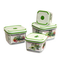 Набор квадратных контейнеров Oriental way Simple control 4 шт GL9002-ВGL9002-BКонтейнеры серии Simple control обеспечивают абсолютную герметичность и водонепроницаемость, не пропускают влагу и запах, долго сохраняют свежесть продуктов. В набор входят четыре контейнера емкостью 1,7, 1,1, 0,65 и 0,36 литров. Крышки контейнеров легко открываются и плотно закрываются, содержат антискользящие вставки для устойчивого вертикального хранения. Контейнеры устойчивы к воздействию масел и жиров, легко моются (можно мыть в посудомоечной машине). Прозрачные стенки позволяют видеть содержимое. На крышке содержится специальный клапан для выпуска пара. Контейнеры подходят для использования в микроволновых печах и имеют возможность хранения продуктов в холодильнике и морозильной камере. Характеристики: Материал: полипропилен. Объемы и размеры контейнеров: 1,7 л (основание 13 см х 13 см, высота 11 см), 1,1 л (основание 11 см х 11 см, высота 9,5 см), 0,65 л (основание 9,5 см х 9,5 см, высота 8 см), 0,36 л (основание 8 см х 8 см, высота 7 см). Комплектация: 4 шт. Производитель: Китай. Артикул: GL9002-В.