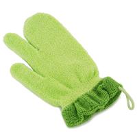 PIGEON Рукавичка для купания малыша5010777139655Удобная форма рукавички Pigeon позволяет промывать складочки на коже малыша и облегчает мытье мелких участков. Мягкий материал не натирает кожу, а широкая манжета позволяет легко одевать и снимать рукавичку. В состав входит натуральный материал, сделанный из природных волокон и хитозана, обеспечивающий бережное отношение к коже. У рукавички универсальный размер, который подходит для рук мамы и папы.