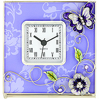 Часы настольные Сиреневая фантазия300074_ежевикаОригинальные настольные часы Сиреневая фантазия - это не только функциональное устройство, но и изысканный элемент декора, который впишется в любой интерьер. Часовой механизм расположен в стеклянной подставке, которая декорирована объемными элементами в виде цветов и бабочки, украшенных стразами и перламутром. Часы выполнены с шаговым ходом и секундной стрелкой. Благодаря стильному исполнению и практичности эти часы станут красивым и полезным подарком. Характеристики: Материал: стекло, металл, пластик. Размер часов: 14 см x 14 см x 5 см. Размер циферблата: 6,5 см х 6,5 см. Размер упаковки: 18 см х 7,5 см х 18 см. Производитель: Франция. Изготовитель: Китай. Артикул: HS-22869Т. Работают от 1 батарейки АА.Изысканные сувенирыJardin dEteотличаются одновременно эстетической красотой и функциональностью и создают неповторимое настроение. Стильные аксессуары вносят индивидуальность, утонченность, и изысканность не только в интерьер дома, но и в повседневную жизнь.