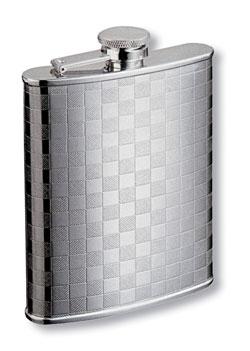 Фляга металлическая S.Quire, 180 мл. 1406YX-31406YX-3Фляга, выполненная из нержавеющей стали, предназначена для воды и различных спиртных напитков. Легкая, прочная, удобной формы, такая фляга идеально подходит для походов и путешествий. Характеристики:Материал: сталь. Размер фляги: 9,5 см х 13 см х 2 см. Объем: 180 мл.Артикул: 1406YX-3.