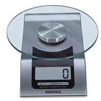 Весы кухонные электронные Style, цвет: серебристый65105Электронные кухонные весы Style придутся по душе каждой хозяйке и станут незаменимым аксессуаром на кухне: Очень легкая чистка стеклянной поверхности.Высокая нагрузочная способность (5 кг). Благодаря современной технологии Soehnle - высокая точность взвешивания (деления шкалы на 1 г).Практичная функция взвешивания (тара).Переключение между граммами и фунтами.Энергосберегающее автоматическое выключение. Характеристики: Материал: пластик, стекло. Размер основания весов: 21,5 см 10,5 см х 4 см. Диаметр стеклянной поверхности: 16 см. Максимальный вес: 5 кг. Размер шага: 1 г. Размер упаковки: 25 см х 20,5 см х 9 см. Артикул: 65105. Производитель: Китай.Весы работают от 2 батареек CR2032 (3V) (входят в комплект).