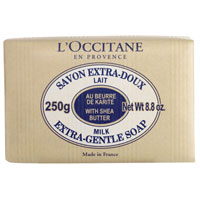 Мыло LOccitane Молоко, 250 гSC-FM20101Туалетное мыло LOccitane Молоко великолепно подходит для ежедневного использования. Содержит 100%-ую натуральную основу, обогащен маслом Карите.Подходит для всей семьи. Характеристики: Вес: 250 г. Производитель: Франция. Артикул:000212.Loccitane (Л окситан) - натуральная косметика с юга Франции, основатель которой Оливье Боссан. Название Loccitane происходит от названия старинной провинции - Окситании. Это также подчеркивает идею кампании - сочетании традиций и компонентов из Средиземноморья в средствах по уходу за кожей и для дома. LOccitane использует для производства косметических средств натуральные продукты: лаванду, оливки, тростниковый сахар, мед, миндаль, экстракты винограда и белого чая, эфирные масла розы, апельсина, морская соль также идет в дело. Специалисты компании с особой тщательностью отбирают сырье. Учитывается множество факторов, от места и условий выращивания сырья до времени и технологии сборки. Товар сертифицирован.