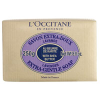 Мыло LOccitane Лаванда, 250 г21163942Туалетное мыло LOccitane Лаванда - великолепно подходит для ежедневного использования. Содержит 100% натуральную основу, обогащено маслом карите.Подходит для всей семьи. Характеристики: Вес: 250 г. Производитель: Франция. Артикул:007778.Loccitane (Л окситан) - натуральная косметика с юга Франции, основатель которой Оливье Боссан. Название Loccitane происходит от названия старинной провинции - Окситании. Это также подчеркивает идею кампании - сочетании традиций и компонентов из Средиземноморья в средствах по уходу за кожей и для дома. LOccitane использует для производства косметических средств натуральные продукты: лаванду, оливки, тростниковый сахар, мед, миндаль, экстракты винограда и белого чая, эфирные масла розы, апельсина, морская соль также идет в дело. Специалисты компании с особой тщательностью отбирают сырье. Учитывается множество факторов, от места и условий выращивания сырья до времени и технологии сборки. Товар сертифицирован.