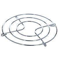 Подставка под горячее Metaltex115510Круглая подставка под горячее Metaltex, изготовленная из нержавеющей стали, выполнена в стильном и элегантном дизайне. Она идеально впишется в интерьер современной кухни.Каждая хозяйка знает, что подставка под горячее - это незаменимый и очень полезный аксессуар на каждой кухне. Ваш стол будет не только украшен оригинальной подставкой с красивым узором, но и будет защищен от воздействия высоких температур. Характеристики: Материал:нержавеющая сталь. Диаметр подставки:20 см. Производитель: Италия. Артикул: 20.32.20.