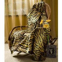 Покрывало флисовое Тигрица, 130 х 150 смFA-5125 WhiteПриятное на ощупь покрывало Тигрица имеет двусторонний рисунок. Оно добавит комнате уюта и согреет в прохладные дни. Удобный размер этого очаровательного покрывала позволит использовать его и как одеяло, и как плед. Такое теплое украшение может стать отличным подарком друзьям и близким! Характеристики: Материал: 100% полиэстер. Размер: 130 см х 150 см. Производитель: Китай. Артикул: ПФ-37019-130.