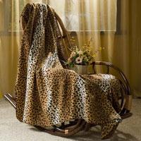 Покрывало флисовое Леопард, цвет: коричневый, 130 х 150 смES-412Приятное на ощупь покрывало Леопард имеет двусторонний рисунок. Оно добавит комнате уюта и согреет в прохладные дни. Удобный размер этого очаровательного покрывала позволит использовать его и как одеяло, и как плед. Такое теплое украшение может стать отличным подарком друзьям и близким!Уважаемые клиенты! Обращаем ваше внимание на незначительные изменения в дизайне товара, допускаемые производителем. Поставка осуществляется в зависимости от наличия на складе. Характеристики: Материал: 100% полиэстер. Размер: 130 см х 150 см. Производитель: Китай. Артикул: ПФ-37020-130.