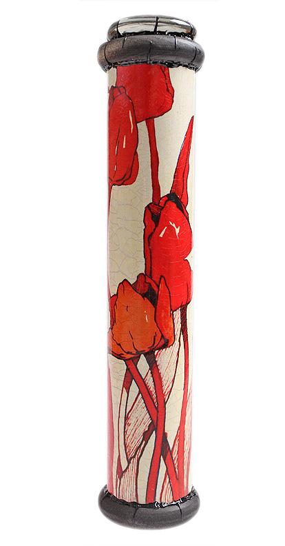 Длина 26 см, диаметр 5,5 см. Ручная работа. Автор Дмитрий Берман. При создании калейдоскопа была использована репродукция рисунка Виталия Попова. Оригинальный калейдоскоп ручной работы, украшенный изображением ярко-красных тюльпанов, очарует Вас и Ваших близких волшебством красок! Вращайте калейдоскоп и наблюдайте игру красок и света! Элементы, образующие рисунок каждый раз слагаются по-новому, не повторяясь. И главное, калейдоскоп - это универсальный и необычный подарок, который станет приятным сюрпризом к любому празднику!