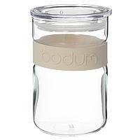 Банка для хранения Presso, цвет: белый, 0,6 лVT-1520(SR)Банка Presso, выполненная из стекла и пластика, станет незаменимым помощником на кухне. В ней будет удобно хранить разнообразные сыпучие продукты, такие как кофе, крупы, макароны или специи. Емкость легко и герметично закрывается пластиковой крышкой. Такая банка не только сэкономит место на вашей кухне, но и украсит интерьер.Оригинальный дизайн позволит сделать такую емкость отличным подарком на любой праздник. Характеристики:Размер: 9 см х 9 см х 13,5 см. Объем: 0,6 л. Размер упаковки: 9,5 см х 9,5 см х 14 см. Производитель: Швейцария. Артикул: 11129-913.