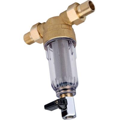 Фильтр магистральный Новая Вода, для холодной воды. А271VBA390K008Магистральный фильтр с внешними подсоединениями 1/2 предназначен для очистки холодной воды в бытовых условиях от крупных механических частиц (ржавчины, окалины, песка, ила и т.п.), снижает цветность и мутность воды. Фильтр защищает водопроводные трубы, бытовую технику и сантехнику от отложений и повреждения. Улучшает качество питьевой воды. Все части фильтра изготовлены из материалов. Имеющих пищевой допуск. Установленный в нижней части корпуса фильтра шаровой кран позволяет удалять накопившиеся механические отложения в процессе промывки.Комплект поставки:фильтр в сборе - 1 шт.;разъемная соединительная муфта с внешней резьбой 1/2 - 2 шт.;прокладка для разъемной муфты - 2 шт.;ключ для откручивания корпуса - 1 шт.;руководство по эксплуатации. Характеристики: Материал корпуса: прозрачный ударопрочный пластик. Материал сетчатого фильтра: пищевая нержавеющая сталь. Ширина фильтра (без учета переходников): 8 см. Высота фильтра (с учетом крана): 17,5 см. Диаметр корпуса фильтра: 5 см. Рабочая температура воды: от +5 до +40°C. Допустимая температура окружающего воздуха: от +5 до +40°C. Давление подводимой воды: от 0,14 до 0,8 МПа. Максимальное мгновенное давление на входе (гидроудар): 1,6 МПа. Тип подсоединения: В систему (in-line). Резьба для подсоединения: -внешняя 1/2;-внутренняя 1/2;-внешняя 3/4. Максимальная производительность: 18 л/мин. Тонкость фильтрования: 100 мкм. Ресурс сменного фильтрующего элемента К912: зависит от степени загрязненности воды, но неболее 24 месяцев.