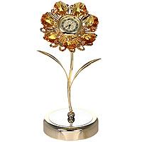 Фигурка декоративная Ромашка, с часами. 67245U0209-001-GCДекоративная фигурка выполнена в виде цветка с часами в центре, оформленного кристаллами Swarovski. Фигурка будет вас радовать и достойно украсит интерьер вашего дома или офиса. Вы можете поставить украшение в любом месте, где оно будет удачно смотреться и радовать глаз. Кроме того, эта фигурка - отличный вариант подарка для ваших близких и друзей.Характеристики:Материал:углеродная сталь, австрийские кристаллы. Размер фигурки: 13 см х 6,5 см х 5,5 см. Размер упаковки: 14 см х 10,5 см х 7,5 см. Производитель: Китай. Артикул: 67245.Более чем 30 лет назад компанияCrystocraftвыросла из ведущего производителя в перспективную торговую марку, которая задает тенденцию благодаря безупречному чувству красоты и стиля. Компания создает изящные, качественные, яркие сувениры, декорированные кристалламиSwarovskiразличных размеров и оттенков, сочетающие в себе превосходное мастерство обработки металлов и самое высокое качество кристаллов.Необходимо докупить батарейку-таблетку типа SR626S (товар комплектуется демонстрационными).