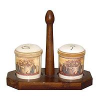 Набор для специй Натюрморт, 3 предметаVT-1520(SR)Набор Натюрморт изготовленный из керамики и дерева, состоит из солонки, перечницы и подставки для них, станет незаменимым помощником на кухне. Солонка и перечница легки в использовании: стоит только перевернуть емкости, и вы с легкостью сможете поперчить или добавить соль по вкусу в любое блюдо.Дизайн, эстетичность и функциональность набора позволят ему стать достойным дополнением к кухонному инвентарю.Характеристики:Материал: керамика, дерево. Размер основания подставки: 19,7 см х 9,7 см. Высота солонки (перечницы): 8,2 см. Диаметр солонки (перечницы): 7 см. Размер упаковки: 25,5 см х 20,5 см х 11,5 см. Изготовитель: Италия. Артикул: LCS8730LV-AL.