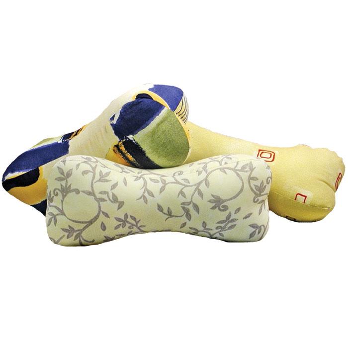 Валик-массажер La Vita, 33 х 14 смCLP446Валик-массажер La Vita обладает уникальными оздоравливающими свойствами. Он способствует снижению кровяного давления, расслабляет мышцы спины и шеи, снимает усталость, нормализует кровообращение, снижает мышечную и головную боль. Также он полезен в профилактике и лечении остеохондроза верхнего отдела позвоночника. Валик-массажерпрослужит вам долго и, при правильном уходе, будет годами придавать вам силы и заряд энергии. Валик гипоаллергенен.Валик имеет чехол на застежке-молнии, что позволяет при необходимости его стирать. Характеристики:Материал чехла: 70% хлопок, 30% полиэстер. Наполнитель: экофайбер. Размер подушки: 33 см х 14 см. Производитель: Россия. ТМ Primavelle - качественный домашний текстиль для дома европейского уровня, завоевавший любовь и признательность покупателей. ТМ Primavelleрада предложить вам широкий ассортимент, в котором представлены: подушки, одеяла, пледы, полотенца, покрывала, комплекты постельного белья. ТМ Primavelle- искусство создавать уют. Уют для дома. Уют для души.
