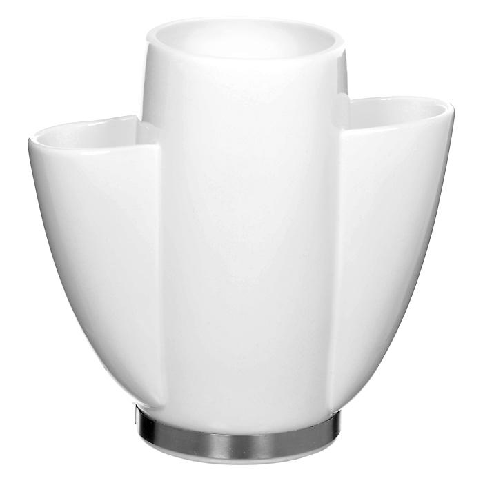 Подставка под кухонные инструменты SaraВетерок 2ГФЭлегантная подставка Sara используется для хранения кулинарных принадлежностей. Подставка выполнена из высококачественного фарфора. Характеристики: Материал:фарфор, сталь. Размеры подставки (Д х Ш х В):21 см х 10 см х 20 см. Размер центральной секции:8,5 см х 11 см. Размер боковых секций:4,5 см х 6 см. Размер упаковки: 24 см х 23 см х 15,5 см. Производитель: Германия. Артикул: 35130.Уважаемые клиенты!Обращаем ваше внимание, что кухонные принадлежности изображенные на фотографии не входят в комплектацию товара, а служат лишь для демонстрации товара.