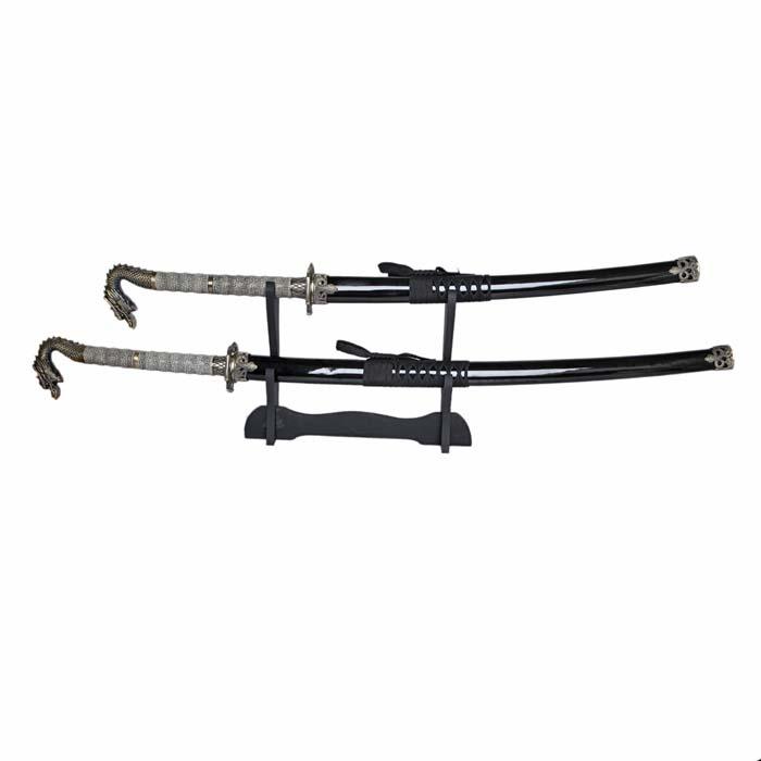 Набор самурайских мечей: катана и вакидзаси на подставке, 105 см6221CСамурайский меч соединяет в себе духовный и материальный миры, физическое и духовное начало... Набор самурайских мечей состоит из длинного меча - катаны, среднего - вакидзаси.Изготовлены они в традиционном японском стиле из стали, ножны украшены резьбой.Этот набор - изысканный подарок поклонникам культуры Востока и прекрасное дополнение интерьера вашей квартиры или офиса. В качестве настенного украшения самурайские мечи использовались еще с древности, знаменуя собой подвиги славных предков. Благодаря специальной подставке, Вы можете не только повесить мечи на стену, но и поставить в любое удобное для Вас место! Характеристики: Материал: коррозионностойкая сталь, дерево, ПМ. Производитель: Китай.