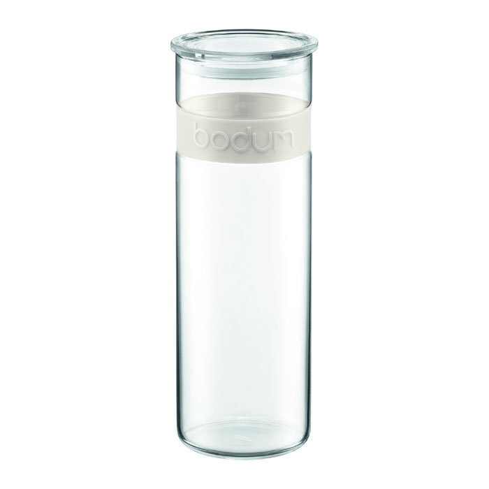 Банка для хранения Presso, цвет: белый, 1,9 л01340BHG/NEWБанка для хранения Presso, выполненная из прозрачного стекла, станет незаменимым помощником на кухне. В верхней части банки имеется вставка из приятного на ощупь силикона белого цвета. В такой банке будет удобно хранить разнообразные сыпучие продукты, такие как кофе, крупы, макароны или специи. Емкость легко и герметично закрывается пластиковой крышкой с уплотнителем. Такая банка не только сэкономит место на вашей кухне, но и украсит интерьер.Оригинальный дизайн позволит сделать такую банку отличным подарком на любой праздник.Можно мыть в посудомоечной машине. Характеристики: Материал: стекло, силикон. Цвет: белый. Объем: 1,9 л. Диаметр основания банки:9,5 см. Высота банки с крышкой:29 см. Размер упаковки: 11 см х 30 см х 11 см. Производитель: Швейцария. Артикул: 11132-913.