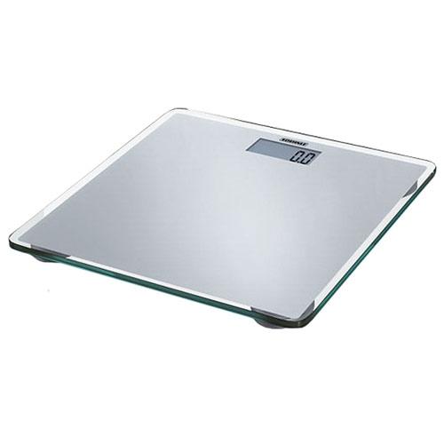 Весы напольные электронные Slim Design, цвет: серебристыйRS-710 SilverУльтраплоские персональные весы высотой всего 18 мм, выполненные из элегантного серебристого лакированного стекла - это очаровательный элемент дизайна вашей ванной.Особенности:Функция автоматического включения / выключения - взвешивание начинается сразу после вставания на весы. При неиспользовании прибор автоматически отключается по истечении некоторого времени.Хорошо читаемые цифры большого ЖК-индикатора (28 мм).Очень высокая степень устойчивости благодаря плоской конструкции и большой рабочей поверхности.Высокая точность взвешивания (цена деления 100г) благодаря использованию сенсорной технологии (4 встроенных сенсора).Высокий предел взвешивания (150 кг).Возможность переключения на Стоун / Фунт.Стойкость электроники к воздействию влаги гарантирует точность взвешивания. Характеристики: Материал: стекло, сталь. Максимальный вес: 150 кг. Размер шага: 100 г. Цвет: серебристый. Размер весов: 33 см х 33 см х 1,8 см. Размер упаковки: 38,5 см х 37 см х 4 см. Производитель: Германия. Изготовитель: Китай. Артикул: 63538. Весы работают от 1 батарейки типа 3V CR2430 (входит в комплект).