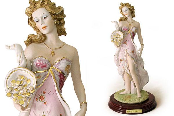 Статуэтка Богиня удачи на дер. подставке 36см (цветная).RG-D31SСтатуэтка Богиня удачи на дер. подставке 36см (цветная).
