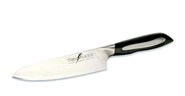Нож поварской Tojiro Flash, длина лезвия 18 смNL685Поварской нож Tojiro Flash выполнен из высококачественной 63-слойной нержавеющей стали, обладающей высокой твердостью и устойчивостью к коррозии. Лезвие обтекаемой формы оформлено японскими иероглифами. Эргономичная ручка позволяет держать нож свободно и максимально удобно.Рукояти ножей серии Tojiro Flash Damascus изготовлены с использованием материала Micarta. Этот материал используется при изготовлении туристических и охотничьих ножей, ножей, которые должны выдерживать экстремальные нагрузки при эксплуатации в неблагоприятных условиях. Стальные накладки рукояти приварены к хвостовику и окружены Micarta. Сталь придает рукоятям ножей серии Tojiro Flash Damascus должный вес, а Micarta обеспечивает неповторимый комфорт при работе этими ножами.Клинки ножей серии Tojiro Flash Damascus изготовлены из стали VG-10, разработанной специально для производства ножей. Клинки заточены до невероятной остроты, финишная заточка производится на японских водных камнях. Это обеспечивает клинкам ножей серии Tojiro Flash Damascus долгое сохранение высокой остроты.Такой нож займет достойное место среди аксессуаров на вашей кухне. Правила эксплуатации: - Хранить нож следует в сухом месте. - После использования, промойте нож теплой водой и протрите насухо. - Оставление ножа в загрязненном состоянии может привести к образованию коррозии. Запрещается: - Мыть нож в посудомоечной машине. - Хранить ножи в одной емкости со столовыми приборами. - Резать на твердых поверхностях: каменных столешницах, керамических тарелках, акриловых досках. - Запрещается нецелевое использование ножа: вскрывать консервные банки, разрезать кости, скоблить твердые поверхности, резать замороженные продукты. Правка производится легкими движениями на водном камне или мусате. Заточка ножа - сложный технологический процесс, должен производиться профессионалом на специальном оборудовании. Услуга по заточке ножа предоставляется специалистами компании «Тоджиро». Характеристи