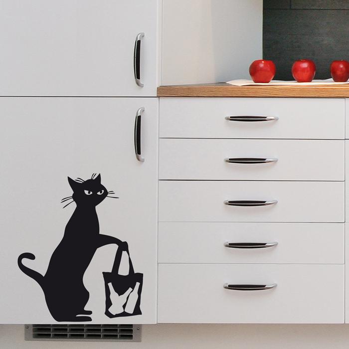 Стикер Paristic Сумчатый кот, цвет: черный, 40,5 см х 34 смTHN132NДобавьте оригинальность вашему интерьеру с помощью необычного стикера Сумчатый кот. Изображение на стикере выполнено в виде силуэта кота с сумкой. Великолепное исполнение добавит изысканности в дизайн. Необыкновенный всплеск эмоций в дизайнерском решении создаст утонченную и изысканную атмосферу не только спальни, гостиной или детской комнаты, но и даже офиса. Стикер выполнен из матового винила - тонкого эластичного материала, который хорошо прилегает к любым гладким и чистым поверхностям, легко моется и держится до семи лет, не оставляя следов. Сегодня виниловые наклейки пользуются большой популярностью среди декораторов по всему миру, а на российском рынке товаров для декорирования интерьеров - являются новинкой. Характеристики: Материал:винил. Размер стикера (ВхШ): 40,5 см х 34 см. Цвет:черный. Производитель: Франция. Комплектация: виниловый стикер; инструкция; Paristic - это стикеры высокого качества. Художественно выполненные стикеры, создающие эффект обмана зрения, дают необычную возможность использовать в своем интерьере элементы городского пейзажа. Продукция представлена широким ассортиментом - в зависимости от формы выбранного рисунка и от Ваших предпочтений стикеры могут иметь разный размер и разный цвет (12 вариантов помимо классического черного и белого). В коллекции Paristic - авторские работы от урбанистических зарисовок и узнаваемых парижских мотивов до природных и графических объектов. Идеи французских дизайнеров украсят любой интерьер: Paristic - это простой и оригинальный способ создать уникальную атмосферу как в современной гостиной и детской комнате, так и в офисе.В настоящее время производство стикеров Paristic ведется в России при строгом соблюдении качества продукции и по оригинальному французскому дизайну.
