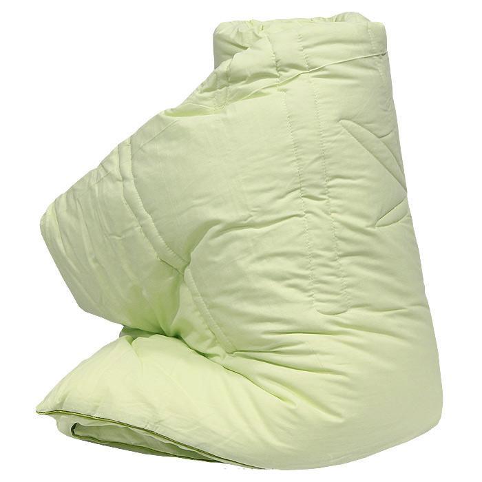 Одеяло Bamboo, наполнитель: волокно бамбука, лебяжий пух, 140 х 205 см26(37)39Легкое одеяло Bamboo, чехол которого изготовлен из натурального хлопка, имеет комбинированный наполнитель - чехол с внутренней стороны продублирован пластом с волокнами целлюлозы бамбука, внутренний наполнитель - искусственный лебяжий пух.Волокно бамбука - это натуральное волокно, которое имеет прекрасные вентилирующие свойства, позволяя коже дышать свободно. Так же оно обладает дезодорирующими и антибактериальными свойствами: 70% бактерий, попадающих на него, уничтожаются естественным образом. Наполнитель лебяжий пух - аналог натурального пуха, который представляет собой сверхтонкое микроволокно нового поколения. Важным преимуществом этого наполнителя является гипоаллергенность, что делает его подходящим для детей и взрослых. Постельные принадлежности с наполнителем из бамбукового волокна и с оригинальной стежкой bamboo подходят людям, страдающим аллергией и астмой. Характеристики:Материал чехла: 100% хлопок. Наполнитель: внешний слой - волокно бамбука, внутренний слой - лебяжий пух. Размер одеяла: 140 см х 205 см. Производитель: Россия.Степень теплоты: 2.ТМ Primavelle - качественный домашний текстиль для дома европейского уровня, завоевавший любовь и признательность покупателей. ТМ Primavelleрада предложить вам широкий ассортимент, в котором представлены: подушки, одеяла, пледы, полотенца, покрывала, комплекты постельного белья. ТМ Primavelle- искусство создавать уют. Уют для дома. Уют для души.