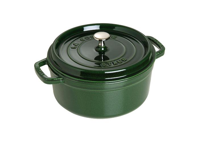 Кокот чугунный Staub, круглый, с крышкой, цвет: зеленый базилик, 3,8 л. 1102485GD16487017Изготовлена из чугуна, покрытого эмалью снаружи и внутри. Подходит для использования на всех типах плит и в духовке. Перед первым использованием вымыть горячей водой, высушить на слабом огне, затем смазать растительным маслом изнутри. Погреть несколько минут на слабом огне и вытереть избыток масла. Мыть жидким моющим средством, без применения абразивных веществ и металлических губок. Пригодна для мытья в посудомоечной машине. При падении на твердую поверхность посуда может треснуть или разбиться. Металлические кухонные принадлежности могут повредить посуду. Чтобы не обжечься, пользуйтесь прихватками.Адрес изготовителя:Zwilling Staub France S.A.S,47 bis, rue des Vinaigriers, 75010 Paris, FRANCE (Цвиллинг Стауб Франс С.А.С 47 бис, ру де Винаигриерс, 75010 Париж, Франция)Характеристики:Материал: чугун, металл, эмаль. Объем:3,8 л. Внешний диаметр:24 см. Высота стенки:11 см. Толщина стенки:0,3 см. Цвет:зеленый базелик. Размер упаковки:28,5 см х 12,5 см х 26 см. Производитель:Франция. Артикул:1102485. Торговая марка Staub разрабатывает и создает высококлассные предметы кухонной утвари, которые совмещают традиции и современность, умения наших предков и передовые технологии. Продукция Staub - прекрасное сочетание красоты и функциональности. Она подходит как искусным поварам, так и любознательным дебютантам, готовым познавать удовольствие от вкусной и здоровой пищи.Философия создателя марки Франциса Стоба заключается в том, что каждая деталь - уникальна. Чтобы гарантировать вам постоянное оптимальное функционирование и возможность раскрыть вкусовые качества ваших продуктов, вся продукция Staub проходит самые строгие испытания.Однако, каждое изделие имеет свои особенности и нюансы, поскольку отливается в индивидуальных формах из песка. Которые разрушаются после каждого использования. Все эти тонкие отличия придают продукции Staub свою красоту и подчеркивают ее избранность.