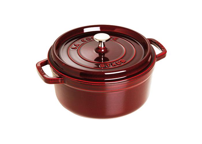 Кокот чугунный Staub, круглый, с крышкой, цвет: гранатовый, 3,8 л. 1102487GL9056-ВИзготовлена из чугуна, покрытого эмалью снаружи и внутри. Подходит для использования на всех типах плит и в духовке. Перед первым использованием вымыть горячей водой, высушить на слабом огне, затем смазать растительным маслом изнутри. Погреть несколько минут на слабом огне и вытереть избыток масла. Мыть жидким моющим средством, без применения абразивных веществ и металлических губок. Пригодна для мытья в посудомоечной машине. При падении на твердую поверхность посуда может треснуть или разбиться. Металлические кухонные принадлежности могут повредить посуду. Чтобы не обжечься, пользуйтесь прихватками.Адрес изготовителя:Zwilling Staub France S.A.S,47 bis, rue des Vinaigriers, 75010 Paris, FRANCE (Цвиллинг Стауб Франс С.А.С 47 бис, ру де Винаигриерс, 75010 Париж, Франция)Характеристики:Материал: чугун, металл, эмаль. Объем:3,8 л. Внешний диаметр:24 см. Высота стенки:11 см. Толщина стенки:0,3 см. Цвет:гранатовый. Размер упаковки:28,5 см х 12,5 см х 26 см. Производитель:Франция. Артикул:1102487. Торговая марка Staub разрабатывает и создает высококлассные предметы кухонной утвари, которые совмещают традиции и современность, умения наших предков и передовые технологии. Продукция Staub - прекрасное сочетание красоты и функциональности. Она подходит как искусным поварам, так и любознательным дебютантам, готовым познавать удовольствие от вкусной и здоровой пищи.Философия создателя марки Франциса Стоба заключается в том, что каждая деталь - уникальна. Чтобы гарантировать вам постоянное оптимальное функционирование и возможность раскрыть вкусовые качества ваших продуктов, вся продукция Staub проходит самые строгие испытания.Однако, каждое изделие имеет свои особенности и нюансы, поскольку отливается в индивидуальных формах из песка. Которые разрушаются после каждого использования. Все эти тонкие отличия придают продукции Staub свою красоту и подчеркивают ее избранность.