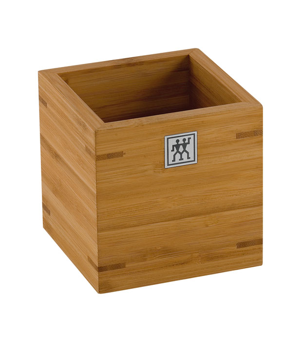 Подставка для кухонных принадлежностей Twin. 37880-100420656_1Подставка Twin предназначена для удобного хранения и перемещения кухонных принадлежностей. Представляет собой небольшой ящичек, выполненный из бамбука. Изделие очень удобно, практично и не займет много места на вашей кухне. Характеристики: Материал: дерево. Размер подставки: 11 см х 11 см х 11 см. Размер упаковки: 11,5 см х 11,5 см х 11,5 см. Производитель:Германия. Изготовитель:Китай. Артикул:37880-100.Немецкая компания Zwilling J. A. Henckels была основана в 1731 году. При производстве своей продукции компания на протяжении многих лет использует инновационные технологии. В настоящее время компания Zwilling J. A. Henckels является эталоном высокого немецкого качества, долговечности и практичности, чем заслужили признание во всем мире.