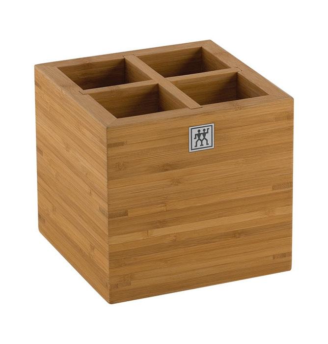 Подставка для кухонных принадлежностей Twin. 37880-101FA-5125 WhiteПодставка Twin предназначена для удобного хранения и перемещения кухонных принадлежностей. Представляет собой небольшой ящичек, выполненный из бамбука. Подставка оснащена вставкой-разделителем для удобства использования.Изделие очень удобно, практично и не займет много места на вашей кухне. Характеристики: Материал: дерево. Размер подставки: 15 см х 15 см х 15 см. Размер упаковки: 16,5 см х 16,5 см х 16,5 см. Производитель:Германия. Изготовитель:Китай. Артикул:37880-101.Немецкая компания Zwilling J. A. Henckels была основана в 1731 году. При производстве своей продукции компания на протяжении многих лет использует инновационные технологии. В настоящее время компания Zwilling J. A. Henckels является эталоном высокого немецкого качества, долговечности и практичности, чем заслужили признание во всем мире.