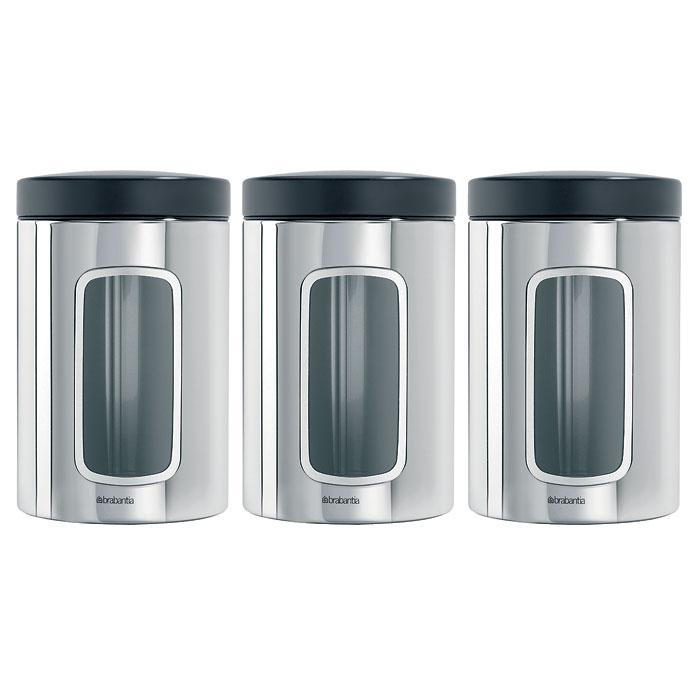 Набор банок для продуктов Brabantia 1,4 л, 3 шт, полированная нерж. сталь 247286VT-1520(SR)Набор Brabantia состоит из трех банок, в которых будет удобно хранить разнообразные сыпучие продукты, такие как кофе, крупы, макароны или специи. Банки изготовлены из антикоррозийной полированной стали. Они не впитывают аромат, не окрашиваются, не пропускают запах, а продукты в них остаются свежими. Банки плотно закрываются пластиковыми крышками. Защитное покрытие на основании не царапает поверхность. На корпусе каждой банки имеется небольшое окошко из акрила, позволяющее видеть содержимое банки. Такой набор банок для сыпучих продуктов станет незаменимым помощником на кухне. Характеристики: Материал: сталь, пластик, акрил. Высота банки (без учета крышки):14,5 см. Диаметр банки:10,5 см. Объем одной банки:1,4 л. Комплектация:3 шт. Производитель:Бельгия. Артикул:247286. Гарантия производителя: 5 лет.