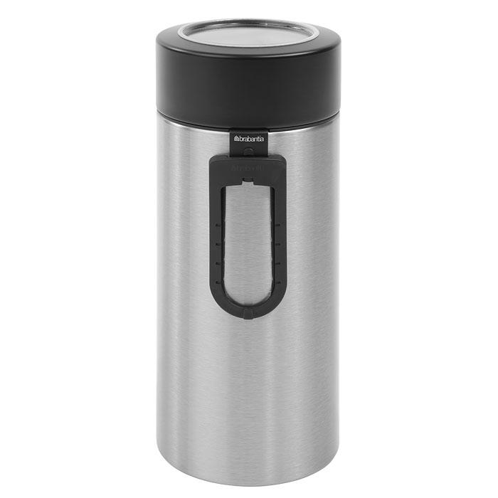Банка для продуктов Brabantia 2,2 л, с ложкой 423666VT-1520(SR)Высокий цилиндрический контейнер вместимостью 2,2 литра отлично подойдет для хранения спагетти. Также к контейнеру прилагется измеритель для спегетти, благодаря которому вы всегда сможете приготовить нужную порцию. Контейнер имеет гладкую внутреннюю поверхность и легко чистится;Прозрачное окошко из антистатических материалов, благодаря которому вы всегда знаете, что и в каком количестве содержится в каждом контейнере; Практичное решение для хранения макаронных изделий и других продуктов, позволяющее дольше сохранять их свежесть; Изготовлен из коррозионностойкой крашеной или лакированной стали с защитным цинкалюминиевым покрытием; Специальная защелкивающаяся не пропускающая запах крышка; Основание с защитным покрытием;10-летняя гарантия Brabantia. Характеристики: Материал: нержавеющая сталь, пластик. Объем банки:2,2 л. Высота банки (без учета крышки):25 см. Диаметр банки:9,5 см. Производитель:Бельгия. Артикул:423666. Гарантия производителя: 5 лет.
