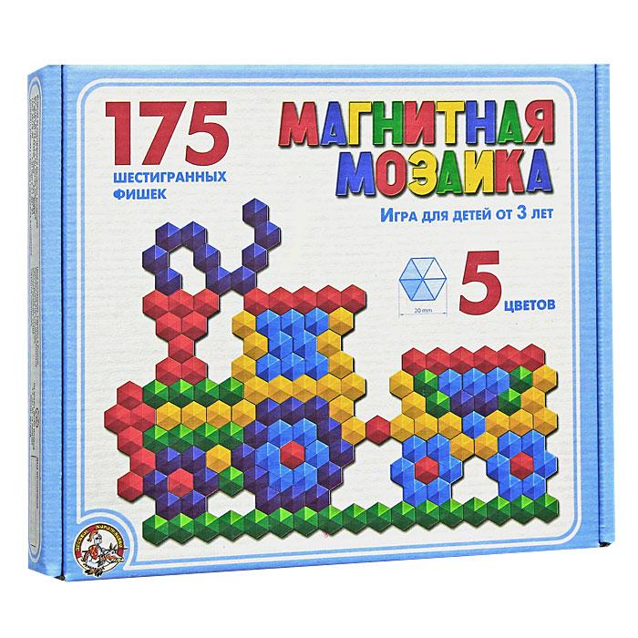 Магнитная мозаика - это одновременно увлекательная и развивающая игра для детей 3-х лет и старше. Набор пластмассовых деталей разных цветов в форме шестиугольников побуждает ребенка к творчеству и созданию множества сюжетных картинок. Игра в мозаику доставит большое удовольствие вашему малышу, поможет развить мелкую моторику рук, усидчивость, художественное воображение и творческие навыки. Рисунки, представленные на упаковке, являются только примером, так как эта мозаика раскрывает перед ребенком неограниченные возможности моделирования и фантазии в создании своих рисунков. В комплект игры магнитное поле не входит.