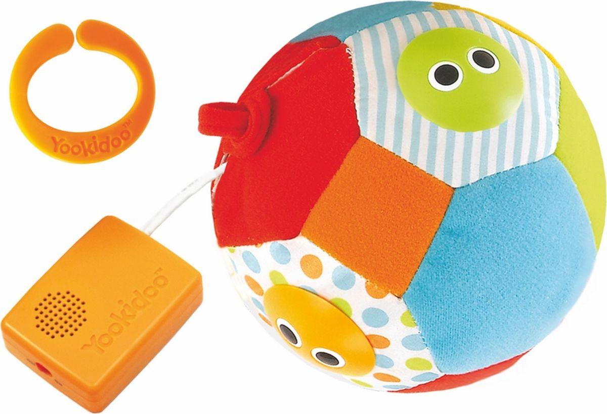 """Развивающий игрушка """"Музыкальный мяч"""" со световым и звуковым сопровождением привлекает внимание малыша, побуждая его двигаться и развивая слуховые и зрительные навыки. При вращении или встряхивании мяча загораются огоньки с веселыми рожицами и звучат 3 разные мелодии. Шар мало весит, и его легко обхватить, что идеально подходит для маленьких ручек, к тому же благодаря петелькам его можно повесить на прогулочную коляску или кроватку. У шара есть Включатель/Выключатель бесшумного режима."""