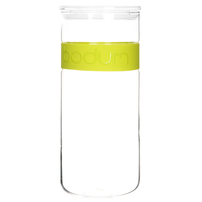 Банка для хранения Presso, цвет: салатовый, 2,5 лАксион Т-33Банка для хранения Presso, выполненная из прозрачного стекла, станет незаменимым помощником на кухне. В верхней части банки имеется вставка из приятного на ощупь силикона салатового цвета. В такой банке будет удобно хранить разнообразные сыпучие продукты, такие как кофе, крупы, макароны или специи. Емкость легко и герметично закрывается пластиковой крышкой с уплотнителем. Такая банка не только сэкономит место на вашей кухне, но и украсит интерьер.Оригинальный дизайн позволит сделать такую банку отличным подарком на любой праздник.Можно мыть в посудомоечной машине. Характеристики: Цвет: салатовый. Материал: стекло, силикон, пластик. Объем банки: 2,5 л. Диаметр банки: 12 см. Высота банки: 28 см. Размер упаковки: 29 см х 12,5 см х 12,5 см. Производитель: Швейцария. Артикул: 11131-.