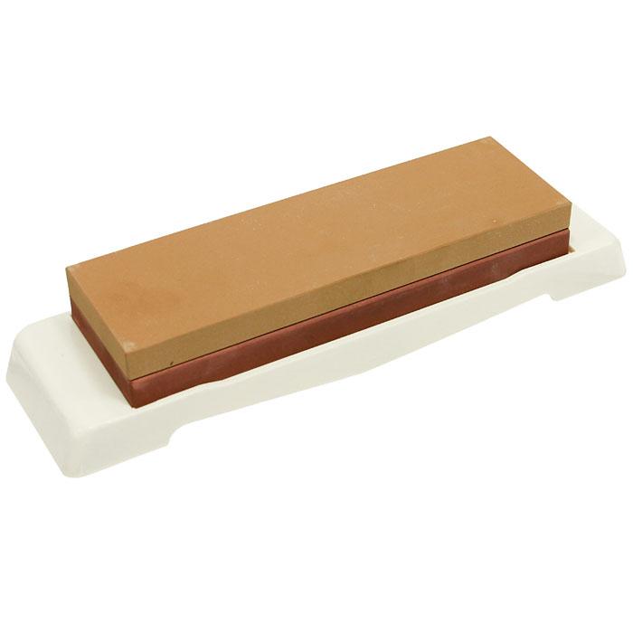 Камень точильный Naniwa, комбинированный, # 1000/300054 009312Комбинированный точильный камень Naniwa предназначен для заточки кухонных ножей. Камень имеет два типа поверхности: средней зернистости (#1000) для основной заточки и мелкой зернистости (#3000) для окончательной заточки и полировки лезвия. Перед использованием камень необходимо замочить в воде на 20-30 минут. Точильный камень хранится на пластиковой подставке. Характеристики:Материал:абразивные материалы, пластик. Размер камня:17,5 см х 5,5 см х 2,5 см. Зернистость:1000/3000. Размер подставки:23 см х 6,3 см х 1,7 см. Размер упаковки: 23,5 см х 7 см х 4 см. Производитель: Япония. Артикул: QA-0124.