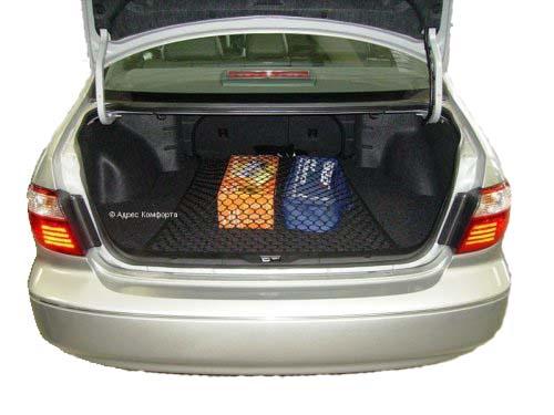 Сетка напольная Классическая, 90 см х 75 смCLP446Сетка напольная Классическая изготовлена из переплетенных нитей диаметром 5 мм, размером ячейки 40х40 мм, периметр сетки выполнен из эластичного шнура. В багажнике автомобиля огромное пространство, в котором не большие предметы всегда прыгают, гремят и летают из стороны в сторону. Напольная сетка в багажник автомобиля избавит водителя и от лишнего шума и бардака в багажнике. Представьте, вы купили утюг, чайник и пару обуви, все это положили в багажник. Отъехали от торгового центра (при этом проехали пару лежачих полицейских), затем сделали не один десяток поворотов, пока добрались до дома. Открыв багажник около дома, вы видите, что все вещи разбросаны по разным углам багажника. Проблема не большая, но при наличии напольной сетки вещи остались бы на тех местах, на которые их положили. Характеристики: Материал: полипропилен 100%, пластик.Размер: 90 см х 75 см.Цвет: черный.Размер упаковки:17 см х 25 см х 4 см.Производитель: Россия. Артикул: set 004.