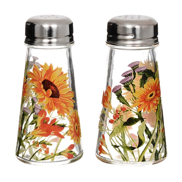 Набор для специй Эмили, 2 предмета650354Набор для специй Эмили изготовлен из стекла и украшен цветочным рисунком. Набор включает солонку и перечницу. Солонка и перечница легки в использовании: стоит только перевернуть емкости, и вы с легкостью сможете поперчить или добавить соль по вкусу в любое блюдо.Дизайн, эстетичность и функциональность набора позволят ему стать достойным дополнением к кухонному инвентарю.Характеристики: Материал: стекло, металл. Диаметр емкости по верхнему краю: 3,5 см. Диаметр основания емкости: 5,5 см. Высота емкости: 10,5 см. Размер упаковки: 12,5 см х 6,5 см х 11,5 см. Изготовитель: Китай. Артикул: SI-8887A40-AL.