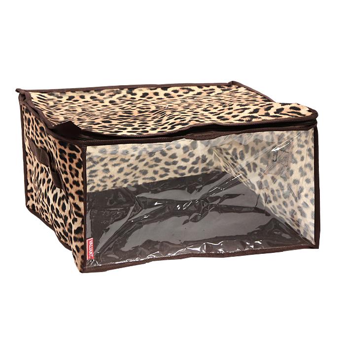 Кофр для хранения Valiant, цвет: леопардовый, 35 см х 30 см х 20 смБрелок для ключейКофр для хранения Valiant изготовлен из высококачественного нетканого материала, который позволяет сохранять естественную вентиляцию, а воздуху свободно проникать внутрь, не пропуская пыль. Кофр закрывается на застежку-молнию, а прозрачная полиэтиленовая вставка позволит вам без труда определить содержимое кофра.Мобильность конструкции обеспечивает складывание и раскладывание одним движением. Характеристики: Материал: нетканый материал. Цвет: леопардовый. Размер кофра: 35 см х 30 см х 20 см. Размер упаковки: 32,5 см х 18 см х 3,5 см. Производитель: Великобритания. Изготовитель: Китай. Артикул: LA301. Компания Valiant производит товары для дома общего хозяйственного назначения - это используемые в домашнем быту предметы, которые делают наш дом уютнее. Всю гамму производимой продукции отличает высокое качество и современный дизайн.