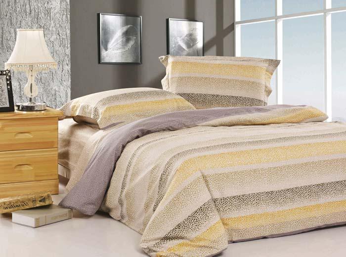 Комплект белья SL (2-х спальный КПБ, сатин, наволочки 50х70). 08663FA-5125 WhiteКомплект постельного белья из сатина SL состоит из пододеяльника на застежке-молнии, простыни и двух наволочек. Пододеяльник и наволочки выполнены путем комбинирования двух расцветок. Расцветку нижней ткани, а также простыни смотрите на изображении 2.Комплект вложен в подарочную коробку.Сатин - это ткань из 100% натурального хлопка. Мягкость и нежность материала создает чувство комфорта и защищенности. Классический натуральный природный материал делает это постельное белье нежным, элегантным и приятным. Характеристики: Страна: Китай. Материал: сатин (100% хлопок). Размер упаковки: 41 см х 31 см х 10 см. Артикул: 08663. В комплект входят: Пододеяльник - 1 шт. Размер: 180 см х 205 см. Простыня - 1 шт. Размер: 210 см х 230 см. Наволочка - 2 шт. Размер: 50 см х 70 см. Soft Line - мягкая эстетика для вас и вашего дома! Основанная в 1997 году, компания Soft Line является путеводителем по мягкому миру текстиля, полному удивительных достопримечательностей!Высочайшее качество тканей в сочетании с эксклюзивным дизайном и изысканными отделками неизменно привлекают как требовательно покупателя, так и взысканного профессионала!Компания Soft Line предлагает широчайший ассортимент высококачественной продукции разных стилей и направлений. Это и постельное белье из тканей различных фактур и орнаментов, а также уютные пледы, покрывала, стильные пляжные наборы, очаровательные комплекты для маленьких эстетов, воздушные банные халаты для их родителей, текстиль для гостинец и домов отдыха, удобные матрасы и практичные наматрасники, изысканные шторы и разнообразное столовое белье…